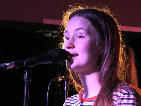 Watch: Sigrid performs 'Don't Kill My Vibe' live @ hmv