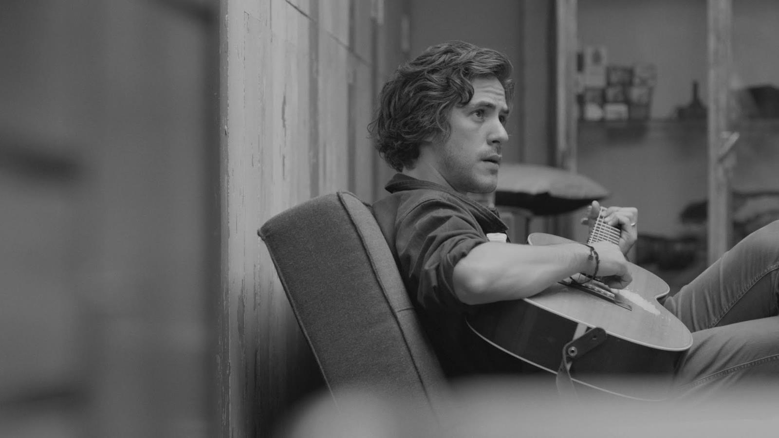 """This album could have easily been very beige…"" - hmv.com talks to Jack Savoretti"