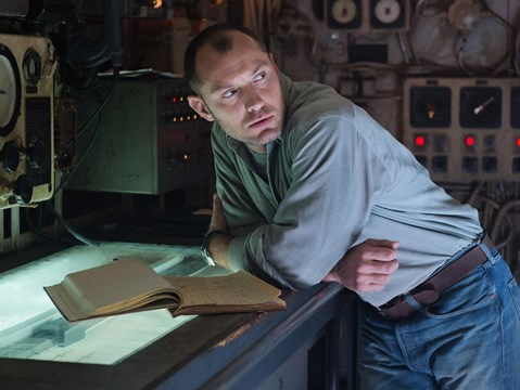 First stills of Jude Law and Djimon Hounsou in Captain Marvel drop online
