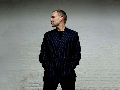 """There's even a sample of my daughter slamming the door. That's the joy of home recording…"" - hmv.com talks to David Gray"