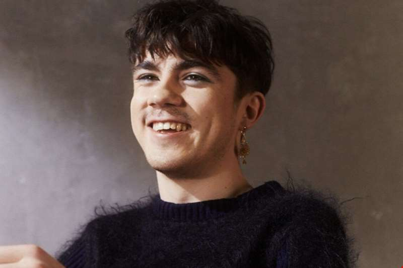 """It's a very turbulent and destructive world and this record is a product of it"" - Declan McKenna talks making new LP Zeros"